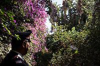 25 June 2012. Palermo, Italy. Carabinieri station commander Ciro Musto is in the garden of the villa of Cosa Nostra boss Salvatore Riina in Palermo, Italy. Cosa Nostra's boss Salvatore Riina's villa in via Bernini, Palermo, was confiscated after his arrest on January 15, 1993 and will host a Caraninieri station. Salvatore Riina lived in the villa during the last years of his absconding ### 25 giugno 2012. Palermo, Italia. Il comandante di stazione Maresciallo Ciro Musto nel giardino del boss di Cosa Nostra Salvatore Riina a Palermo. La villa del boss di Cosa Nostra Salvatore Riina in via Bernini è stata confiscata dopo il suo arresto il 15 gennaio 1993, e ospiterà una stazione dei carabinieri nel 2013. Salvatore Riina ha vissuto nella villa durante gli ultimi anni della sua latitanza.