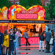 NLD/Amsterdam/20180906 - Inloop AFW 2018, David Laport, Anna Nooshin haar suikerspinnenkraam