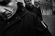 La scorta di Matteo Salvini durante il flash mob in piazza Montecitorio con i parlamentari della Lega Nord.Roma 6 dicembre 2016. Christian Mantuano / OneShot<br /> <br /> Matteo Salvini, head of Italy's Northern League, center, poses for photographs with a flash mob holding placards reading 'Vote immediately' outside Palazzo Montecitorio, Italy's parliament building and office of the Chamber of Deputies,  December 06, 2016. Christian Mantuano / OneShot