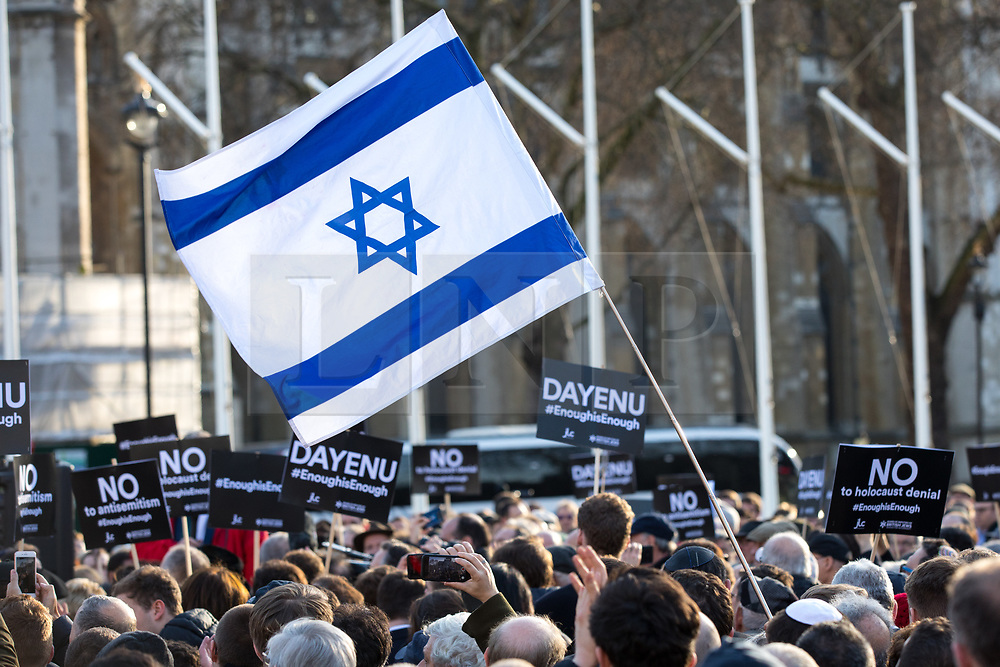 © Licensed to London News Pictures. 26/03/2018. London, UK. Campaigners fly the Israeli flag to demonstrate against anti-Semitism in the Labour Party, following an open letter from the Board of Deputies of British Jews and the Jewish Leadership Council to Leader of the Labour Party Jeremy Corbyn. A counter-demonstration by pro-Corbyn Jewish Labour members is also staged nearby. Photo credit : Tom Nicholson/LNP
