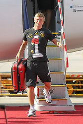 15.07.2014, Flughafen, Muenchen, GER, FIFA WM, Empfang der Weltmeister in Deutschland, Finale, im Bild Toni Kroos #18 (Deutschland) kommt aus der Maschiene // during Celebration of Team Germany for Champion of the FIFA Worldcup Brazil 2014 at the Flughafen in Muenchen, Germany on 2014/07/15. EXPA Pictures © 2014, PhotoCredit: EXPA/ Eibner-Pressefoto/ Kolbert  *****ATTENTION - OUT of GER*****