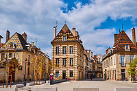 France, Côte-d'Or (21), Paysage culturel des climats de Bourgogne classés Patrimoine Mondial de l'UNESCO, Dijon, rue Charrue et rue Victor Dumay // France, Burgundy, Côte-d'Or, Dijon, Unesco world heritage site, Charrue street and Victor Dumay street
