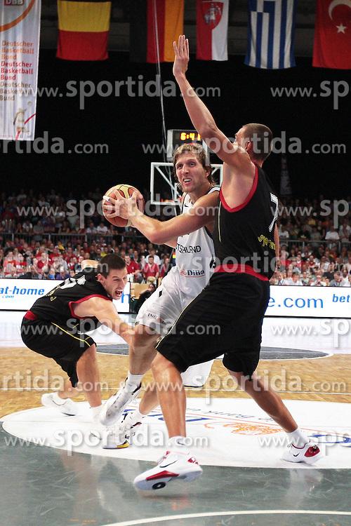 19.08.2011, Stechert Arena, Bamberg, GER, BBL, LS, Supercup 2011, Deutschland (GER) vs Belgien (BEL), im Bild:.Dirk Nowitzki (GER #14) laesst Sam van Rossom (BEL #5) stehen und geht in Koeperkontakt mit Axel Hervelle (BEL #7).// during the Match GER, BBL, LS, Supercup 2011, Deutschland (GER) vs Belgien (BEL) on 2011/08/19, Stechert Arena, Bamberg, Germany..EXPA Pictures © 2011, PhotoCredit: EXPA/ nph/  Will       ****** out of GER / CRO  / BEL ******       ****** out of GER / CRO  / BEL ******