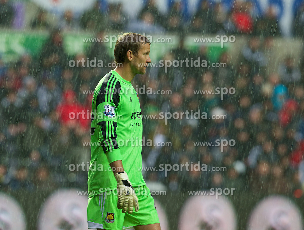 27.10.2013, Liberty Stadion, Swansea, ENG, Premier League, Swansea City vs West Ham United, 09. Runde, im Bild West Ham United's Jussi Jaaskelainen, the heavy rain // during the English Premier League 09th round match between Swansea City AFC and West Ham United at the Liberty Stadion in Swansea, Great Britain on 2013/10/27. EXPA Pictures &copy; 2013, PhotoCredit: EXPA/ Propagandaphoto/ David Rawcliffe<br /> <br /> *****ATTENTION - OUT of ENG, GBR*****
