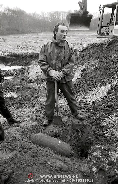 NLD/Huizen/19930402 - Bom 240 pond gevonden Landgoed Ter Beek Bussum
