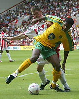 Fotball<br /> Nationwide First League England<br /> 23.08.2003<br /> Foto: Digitalsport<br /> Norway Only<br /> <br /> Photo. Andrew Unwin<br /> Sheffield United v Norwich, Nationwide League Division One, Bramall Lane, Sheffield 24/08/2003.<br /> Norwich's Zema Abbey tries to shield the ball from Sheffield United's Chris Morgan.
