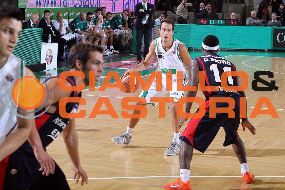 DESCRIZIONE : Treviso Lega A 2011-12 Benetton Treviso Banca Tercas Teramo<br /> GIOCATORE : Massimo Bulleri<br /> SQUADRA : Benetton Treviso Banca Tercas Teramo<br /> EVENTO : Campionato Lega A 2011-2012 <br /> GARA : Benetton Treviso Banca Tercas Teramo<br /> DATA : 16/10/2011<br /> CATEGORIA : Palleggio<br /> SPORT : Pallacanestro <br /> AUTORE : Agenzia Ciamillo-Castoria/G.Contessa<br /> Galleria : Lega Basket A 2011-2012 <br /> Fotonotizia : Treviso Lega A 2011-12 Benetton Treviso Banca Tercas Teramo<br /> Predfinita :