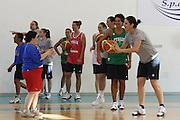 DESCRIZIONE : Alba Adriatica Nazionale Femminile Allenamento con i ragazzi di Special Crabs<br /> GIOCATORE : Paola Mauriello<br /> SQUADRA : Nazionale Italia Donne<br /> EVENTO : Raduno Collegiale Nazionale Femminile <br /> GARA : <br /> DATA : 23/05/2009 <br /> CATEGORIA : <br /> SPORT : Pallacanestro <br /> AUTORE : Agenzia Ciamillo-Castoria/C.De Massis