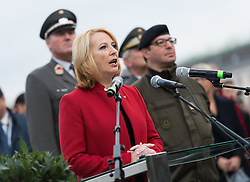 26.10.2016, Heldenplatz, Wien, AUT, Nationalfeiertag und Angelobung der neuen Rekruten. im Bild Nationalratspräsidentin Doris Bures (SPÖ) // President of the National Council Doris Bures (SPOe) during Austrian National Day at Heldenplatz in Vienna, Austria on 2016/10/26 EXPA Pictures © 2016, PhotoCredit: EXPA/ Michael Gruber