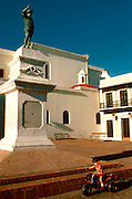 PUERTO RICO, SAN JUAN Plaza San Jose and Ponce de Leon