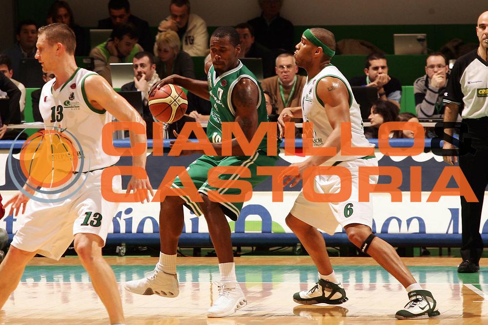 DESCRIZIONE : Siena Lega A1 2006-07 Montepaschi Siena Benetton Treviso <br /> GIOCATORE : Goree <br /> SQUADRA : Benetton Treviso <br /> EVENTO : Campionato Lega A1 2006-2007 <br /> GARA : Montepaschi Siena Benetton Treviso <br /> DATA : 30/12/2006 <br /> CATEGORIA : Palleggio <br /> SPORT : Pallacanestro <br /> AUTORE : Agenzia Ciamillo-Castoria/P.Lazzeroni