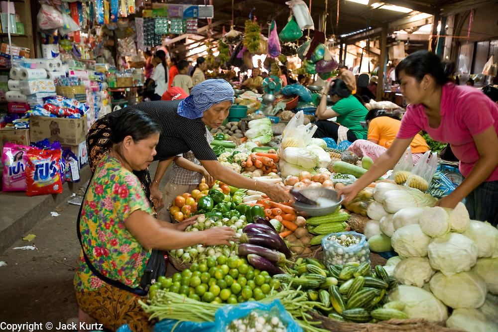 26 JUNE 2006 - SIEM REAP, CAMBODIA: The main market in Siem Reap, Cambodia, site of the world famous Angkor Wat. Photo by Jack Kurtz / ZUMA Press