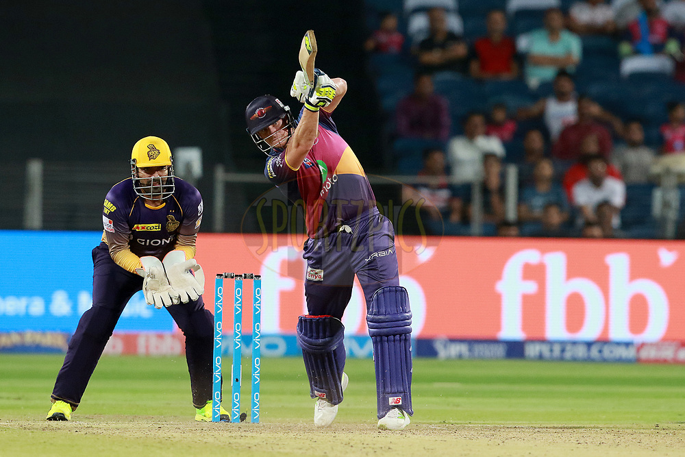 Steven Smith captain of RPS  plays a shot during match 30 of the Vivo 2017 Indian Premier League between the Rising Pune Supergiants and the Kolkata Knight Riders  held at the MCA Pune International Cricket Stadium in Pune, India on the 26th April 2017<br /> <br /> Photo by Rahul Gulati - Sportzpics - IPL
