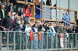 19.05.2010, Arena, Irdning, AUT, FIFA Worldcup Vorbereitung, Training England, im Bild Besucher auf der Tribüne, Medien, EXPA Pictures © 2010, PhotoCredit: EXPA/ S. Zangrando / SPORTIDA PHOTO AGENCY