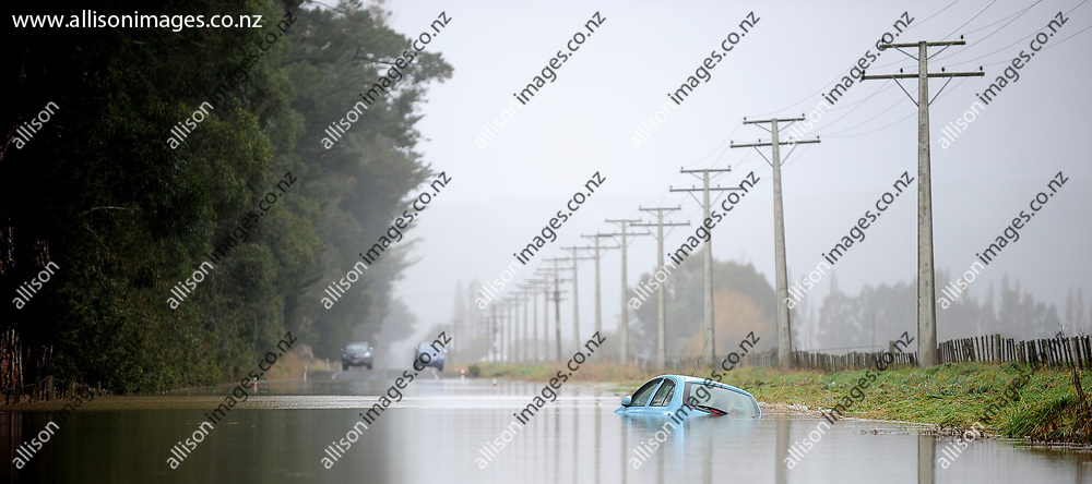 Flooding is seen on the Taieri Plains, following rains which have hit Dunedin leading to widespread floods which has triggered a state of emergency. Taieri, Dunedin, New Zealand, 22 July 2017. Credit: Joe Allison / allisonimages.co.nz