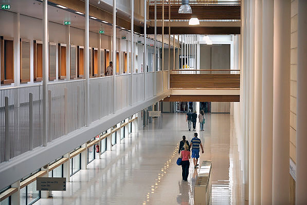 Nederland, NIjmegen, 24-8-2012Centrale gang, hal, van de nieuwbouw van het umc Radboud, umcn.Foto: Flip Franssen