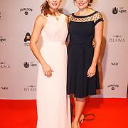 NLD/Amsterdam/20131103 - Premiere film Diana, Janna Fassaert met haar zusje