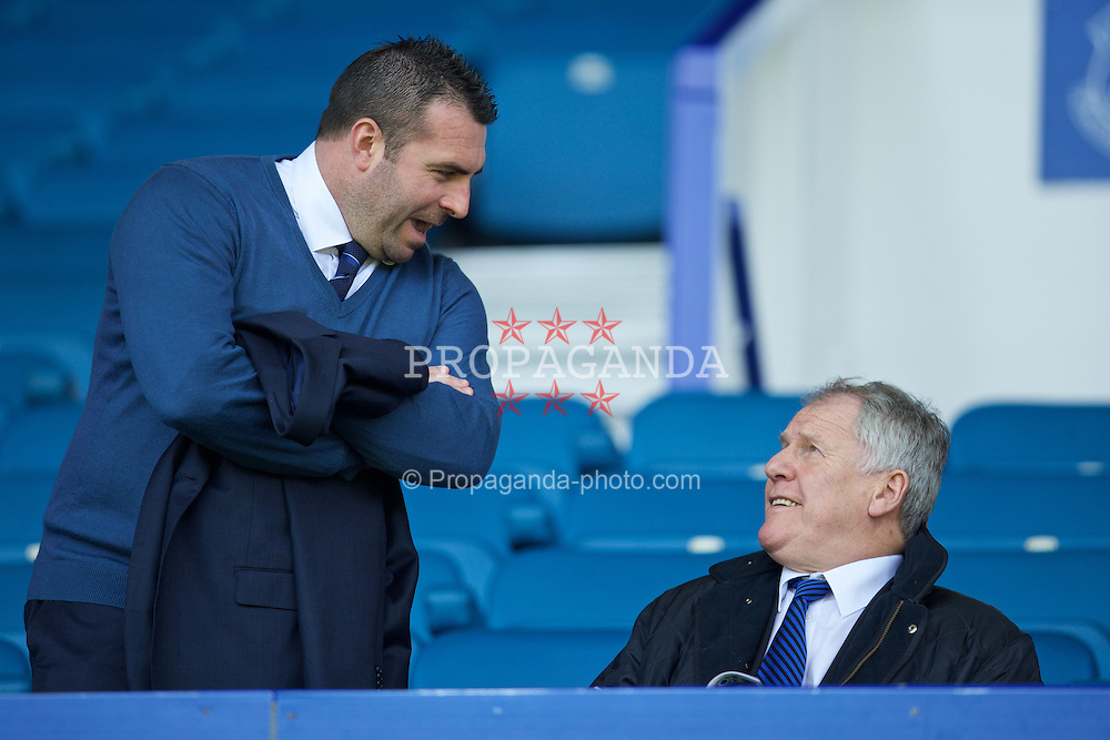 LIVERPOOL, ENGLAND - Sunday, April 26, 2015: Everton's David Unsworth and former manager Joe Royle before the Premier League match against Manchester United at Goodison Park. (Pic by David Rawcliffe/Propaganda)