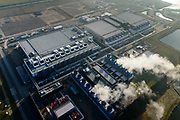 Nederland, Groningen, Eemshaven, 04-11-2018; Google datacentre. De servers hosten onder andere Gmail, Maps en YouTube. Het datacentrum wordt aan de lucht gekoeld, getuige de stoom.<br /> Google data center in the nearby Eemshaven.<br /> <br /> luchtfoto (toeslag op standaard tarieven);<br /> aerial photo (additional fee required);<br /> copyright&copy; foto/photo Siebe Swart