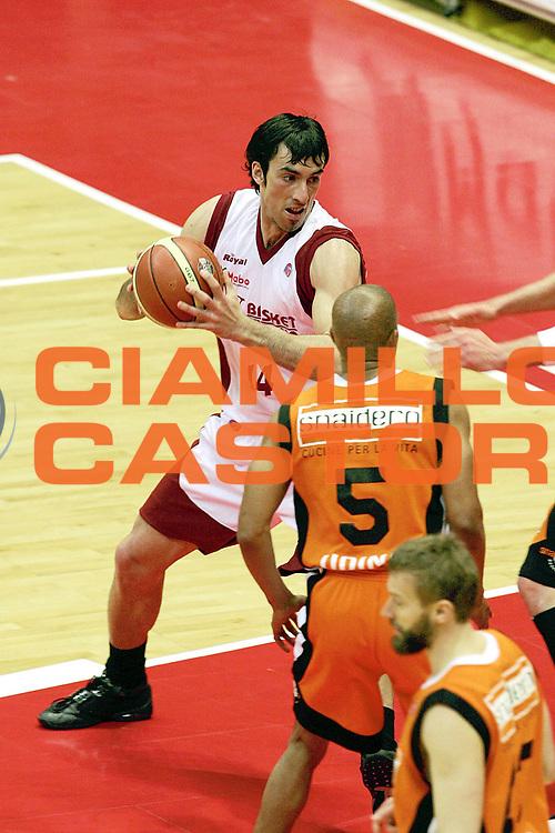 DESCRIZIONE : Livorno Lega A1 2005-06 Basket Livorno Snaidero Basketball Udine<br /> GIOCATORE : Fantoni<br /> SQUADRA : Basket Livorno<br /> EVENTO : Campionato Lega A1 2005-2006<br /> GARA : Basket Livorno Snaidero Basketball Udine<br /> DATA : 09/04/2006<br /> CATEGORIA : Penetrazione<br /> SPORT : Pallacanestro<br /> AUTORE : Agenzia Ciamillo-Castoria/Stefano D'Errico