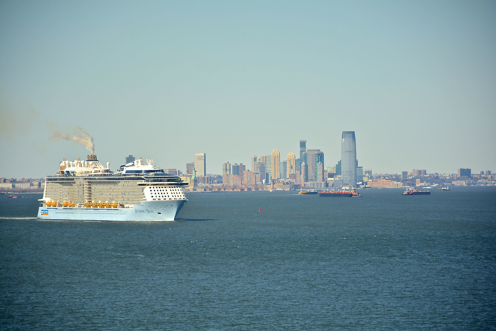 Cruiseship 'Anthem of the Seas' Departing New York