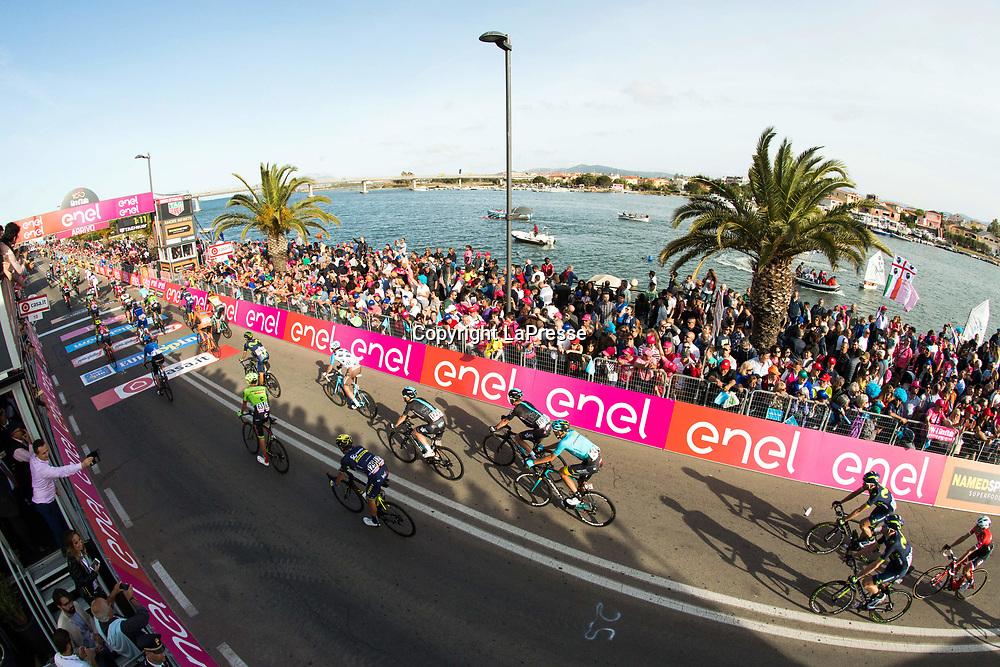 Foto LaPresse - Massimo Paolone<br /> 05/05/2017 Alghero, Sassari  (Italia)<br /> Sport Ciclismo<br /> Giro d'Italia 2017 - 100a edizione -  Tappa 1 - da Alghero a Olbia -  206 km ( 128 miglia )<br /> Nella foto: l'arrivo<br /> <br /> Photo LaPresse - Massimo Paolone<br /> 05/05/2017 Alghero, Sassari ( Italy ) <br /> Sport Cycling<br /> Giro d'Italia 2017 - 100th edition -  Stage 1 -   Alghero to Olbia -  206 km ( 128 miles )<br /> In the pic: the arrival