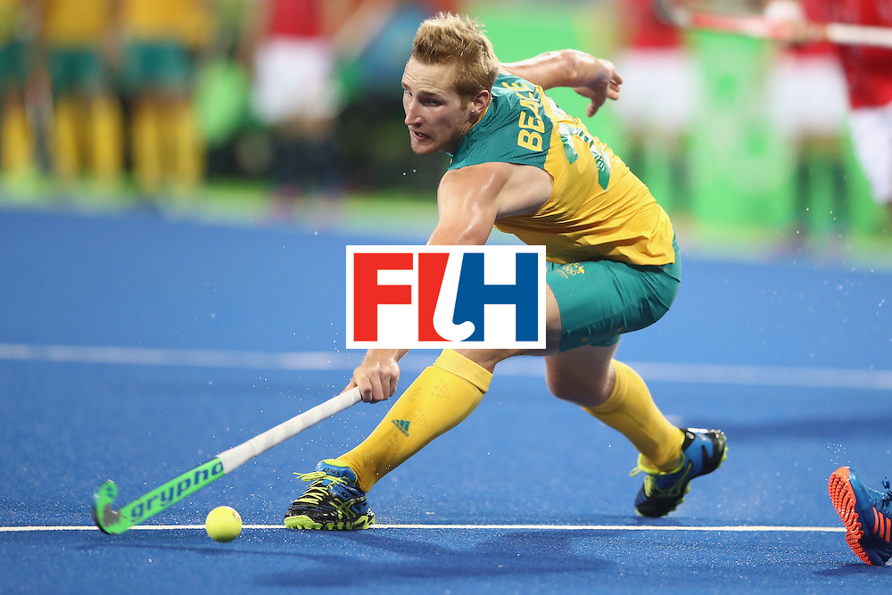 RIO DE JANEIRO, BRAZIL - AUGUST 10:  Daniel Beale of Australia stretches for the ball during the men's pool A match between Great Britain and Australia on Day 5 of the Rio 2016 Olympic Games at the Olympic Hockey Centre on August 10, 2016 in Rio de Janeiro, Brazil.  (Photo by Mark Kolbe/Getty Images)