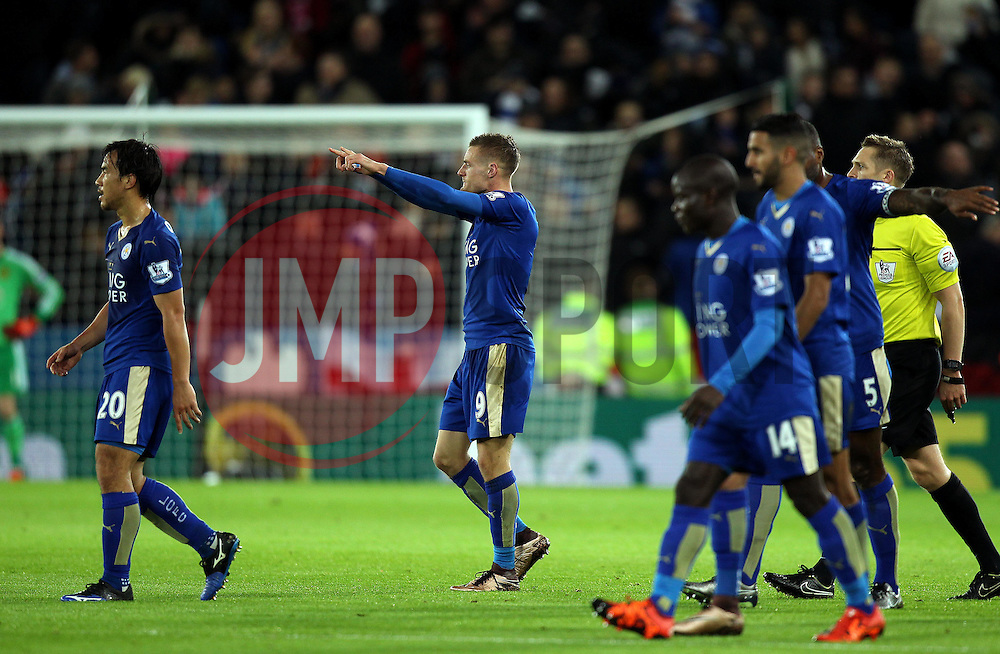 Jamie Vardy of Leicester City celebrates scoring in eleven consecutive games - Mandatory byline: Robbie Stephenson/JMP - 28/11/2015 - Football - King Power Stadium - Leicester, England - Leicester City v Manchester United - Barclays Premier League