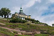 Das Spitzhaus auf Weinberg, Radebeul bei Dresden, Sachsen, Deutschland.|.Spitzhaus on vineyard, Radebeul near Dresden, Germany