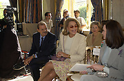Furstenberg and Princess Ira von Furstenberg. Pierre Balmain, haute couture presentation. Designed by Oscar de la Renta. Ministere des Affairs Estrangeres. Paris. 9 July 2001. © Copyright Photograph by Dafydd Jones 66 Stockwell Park Rd. London SW9 0DA Tel 020 7733 0108 www.dafjones.com