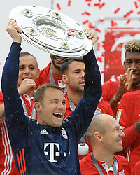 14.05.2016, Allianz Arena, Muenchen, GER, 1. FBL, FC Bayern Muenchen vs Hannover 96, 34. Runde, im Bild Torwart Manuel Neuer (FC Bayern Muenchen) mit der Meisterschale // during the German Bundesliga 34th round match between FC Bayern Munich and Hannover 96 at the Allianz Arena in Muenchen, Germany on 2016/05/14. EXPA Pictures © 2016, PhotoCredit: EXPA/ Eibner-Pressefoto/ Stuetzle<br /> <br /> *****ATTENTION - OUT of GER*****