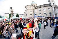 GEPA-0706085334 - SALZBURG,AUSTRIA,07.JUN.08 - FUSSBALL - UEFA Europameisterschaft, EURO 2008, Host City Fan Area Salzburg, Fanmeile, Fan Meile, Public Viewing, Fan Zone. Bild zeigt Fans von Deutschland.<br />Foto: GEPA pictures/ Sebastian Krauss