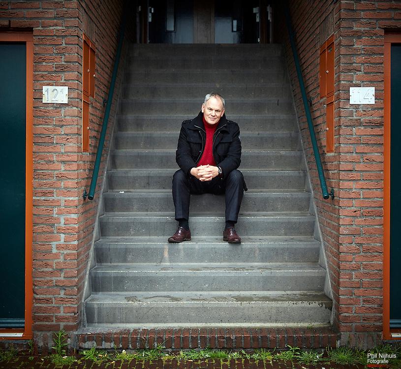 Den haag, 18 mei 2015 - Adri Duivesteijn tijdens een wandeling door de Schilderswijk in Den Haag. <br /> Foto: Phil Nijhuis
