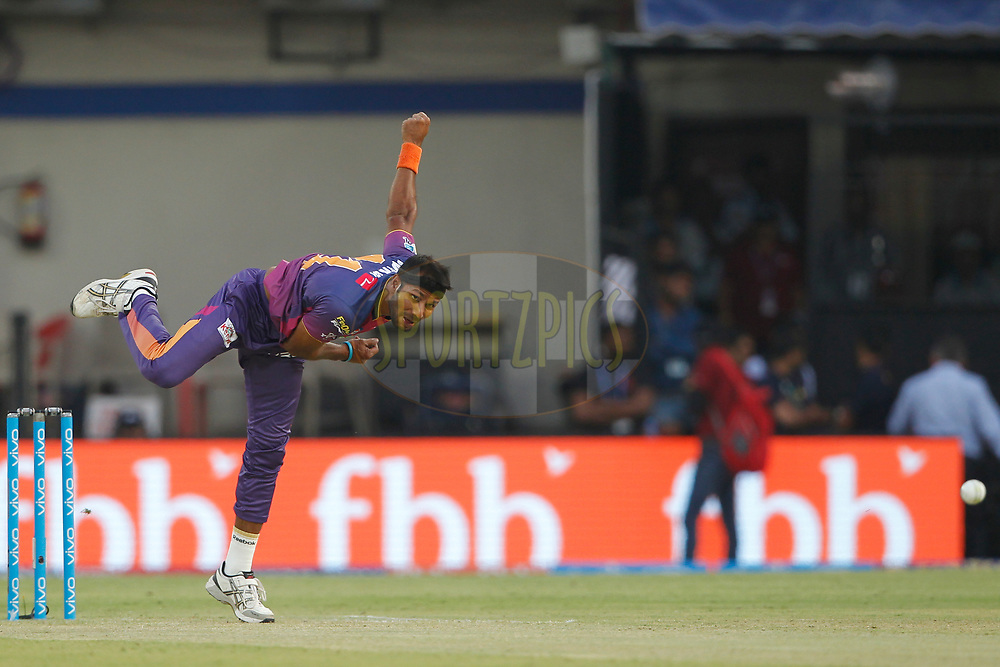 Ashok Dinda of Rising Pune Supergiant bowls a delivery during match 4 of the Vivo 2017 Indian Premier League between the Kings X1 Punjab and the rising Pune Supergiant held at the Holkar Cricket Stadium in Indore, India on the 8th April 2017<br /> <br /> Photo by Deepak Malik - IPL - Sportzpics