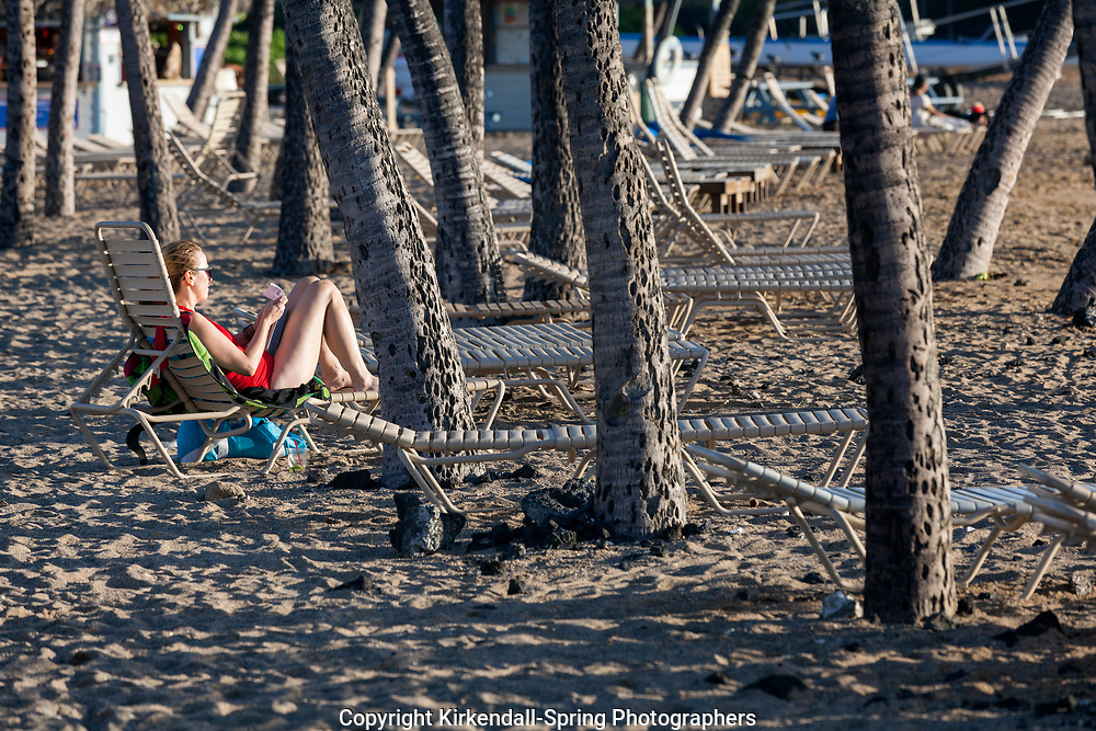 HI00420-00...HAWAI'I - Relaxing along the Kona Coast at Anaeho'omalu Bay on the island of Hawai'i.