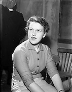"29/04/1957<br /> 04/29/1957<br /> 29 April 1957<br /> Gael Linn- ""Muiris O hAirt"" drama at Damer Hall. Portrait of actress Eibhlin Nic Paidin."