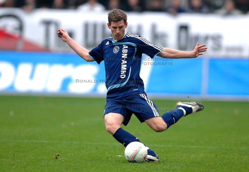 28-10-2007 VOETBAL: FC UTRECHT - AJAX: UTRECHT<br /> Ajax wint met 1-0  van Utrecht / Jan Vertonghen<br /> &copy;2007-WWW.FOTOHOOGENDOORN.NL