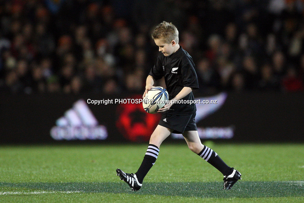 Coca Cola competition winner runs the match ball onto the field. First Bledisloe Cup international test match, All Blacks v Australia, Eden Park, Auckland, New Zealand. 18 July 2009. Photo: Andrew Cornaga/PHOTOSPORT