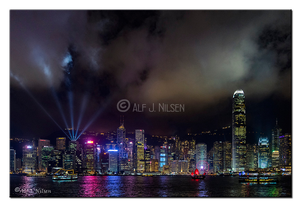 Hong Kong Skyline. Nikon D850, 24-70mm @ 35mm, f2.8, 1/40sec, ISO2500, Manual modus