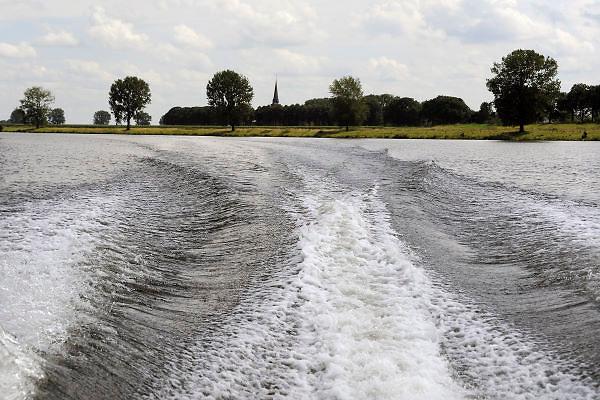 Nederland, Batenburg, 4-8-2012Varen op de rivier de Maas. Een speedboot.Foto: Flip Franssen/Hollandse Hoogte