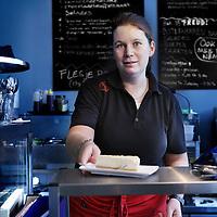 Nederland, Amsterdam , 14 november 2011..Lisette met z.g. verstandelijke beperking en een 'afstand tot de arbeidsmarkt',is werkzaam café restaurant Freud in de Spaarndammerstraat..Foto:Jean-Pierre Jans
