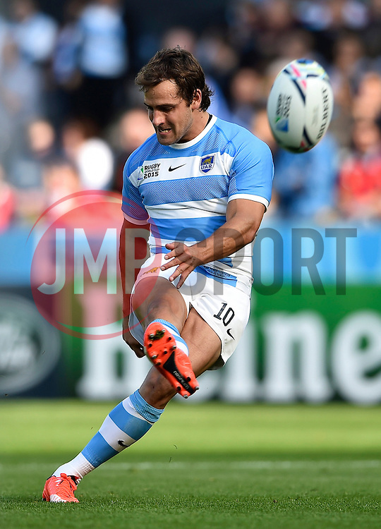 Nicolas Sanchez of Argentina kicks for the posts - Mandatory byline: Patrick Khachfe/JMP - 07966 386802 - 04/10/2015 - RUGBY UNION - Leicester City Stadium - Leicester, England - Argentina v Tonga - Rugby World Cup 2015 Pool C.