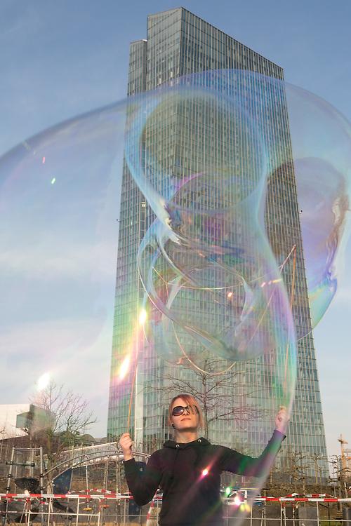 Germany - Deutschland - BLOCKUPY - Aktionstag mit Ausschreitungen und Blockaden;   Eröffnung des neuen Hauptsitzes der Europäischen Zentralbank. EZB; HIER: ; Opening of the European Central Bank (Euro), ECB; police, sicurity … Frankfurt/Main, 17.03.2015; © Christian Jungeblodt