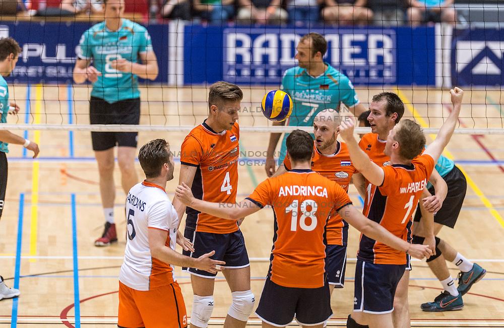 04-06-2016 NED: Nederland - Duitsland, Doetinchem<br /> Nederland speelt de tweede oefenwedstrijd in Doetinchem / Jasper Diefenbach #6, Robbert Andringa #18, Thijs ter Horst #4