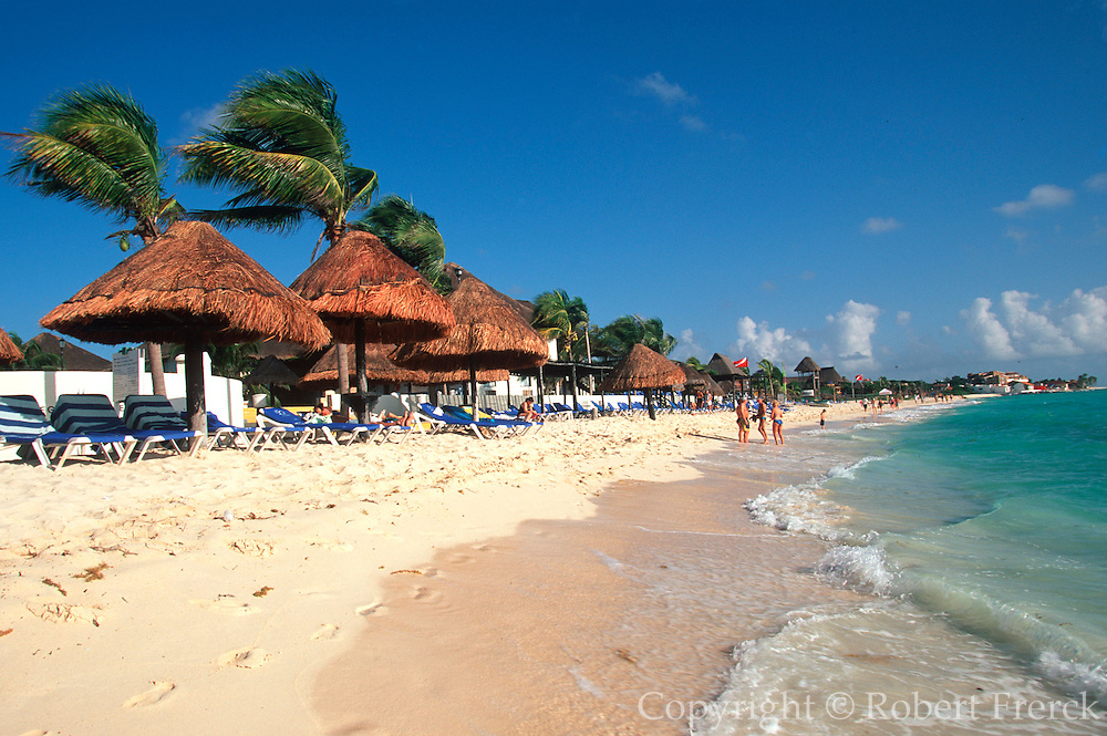 MEXICO, YUCATAN, TOURISM Riviera Maya; Playacar beach tourists