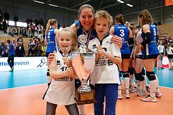 20180218 NED: Bekerfinale Eurosped - Sliedrecht Sport, Hoogeveen <br />Carlijn Ghijssen- Jans (10) of Sliedrecht Sport met Fleur en Daan <br />&copy;2018-FotoHoogendoorn.nl