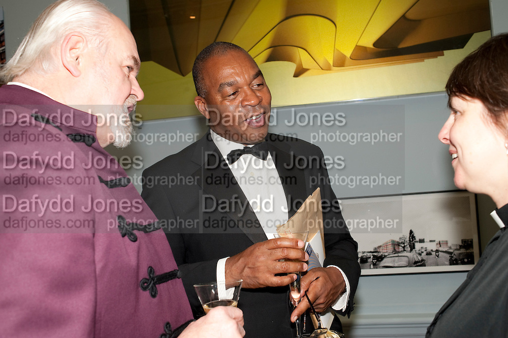 THE BISHOP OF LONDON; WESLEY KERR, Royal Academy of Arts Annual dinner. Royal Academy. Piccadilly. London. 1 June <br /> <br />  , -DO NOT ARCHIVE-© Copyright Photograph by Dafydd Jones. 248 Clapham Rd. London SW9 0PZ. Tel 0207 820 0771. www.dafjones.com.