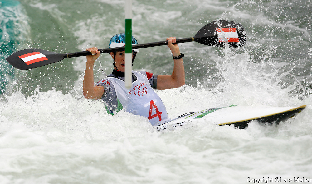 DK Caption: .20080813, Peking, Kina:  Beijing 2008 Olympic Games/Olympiske Lege. Kajak slalom K1 kvinder: Violetta Oblinger Peters (AUT).Foto: Lars Møller.UK Caption: .20080813, Beijing, China:  Beijing 2008 Olympic Games/Olympiske Lege.  Cayak slalom K1 women: Violetta Oblinger Peters (AUT).Photo: Lars Moeller