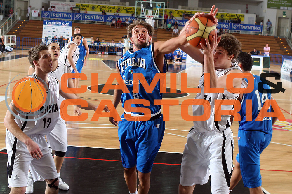 DESCRIZIONE : Trento Torneo Internazionale Maschile Trentino Cup Italia Nuova Zelanda  Italy New Zeland<br /> GIOCATORE : Giuseppe Poeta<br /> SQUADRA : Italia Italy<br /> EVENTO : Raduno Collegiale Nazionale Maschile <br /> GARA : Italia Nuova Zelanda Italy New Zeland<br /> DATA : 26/07/2009 <br /> CATEGORIA : rimbalzo<br /> SPORT : Pallacanestro <br /> AUTORE : Agenzia Ciamillo-Castoria/G.Ciamillo<br /> Galleria : Fip Nazionali 2009 <br /> Fotonotizia : Trento Torneo Internazionale Maschile Trentino Cup Italia Nuova Zelanda Italy New Zeland<br /> Predefinita :