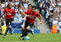 Photo: Paul Greenwood.<br />Manchester City v Manchester United. The FA Barclays Premiership. 19/08/2007.<br />Manchester United's Owen Hargreaves, gets the better of Geovanni